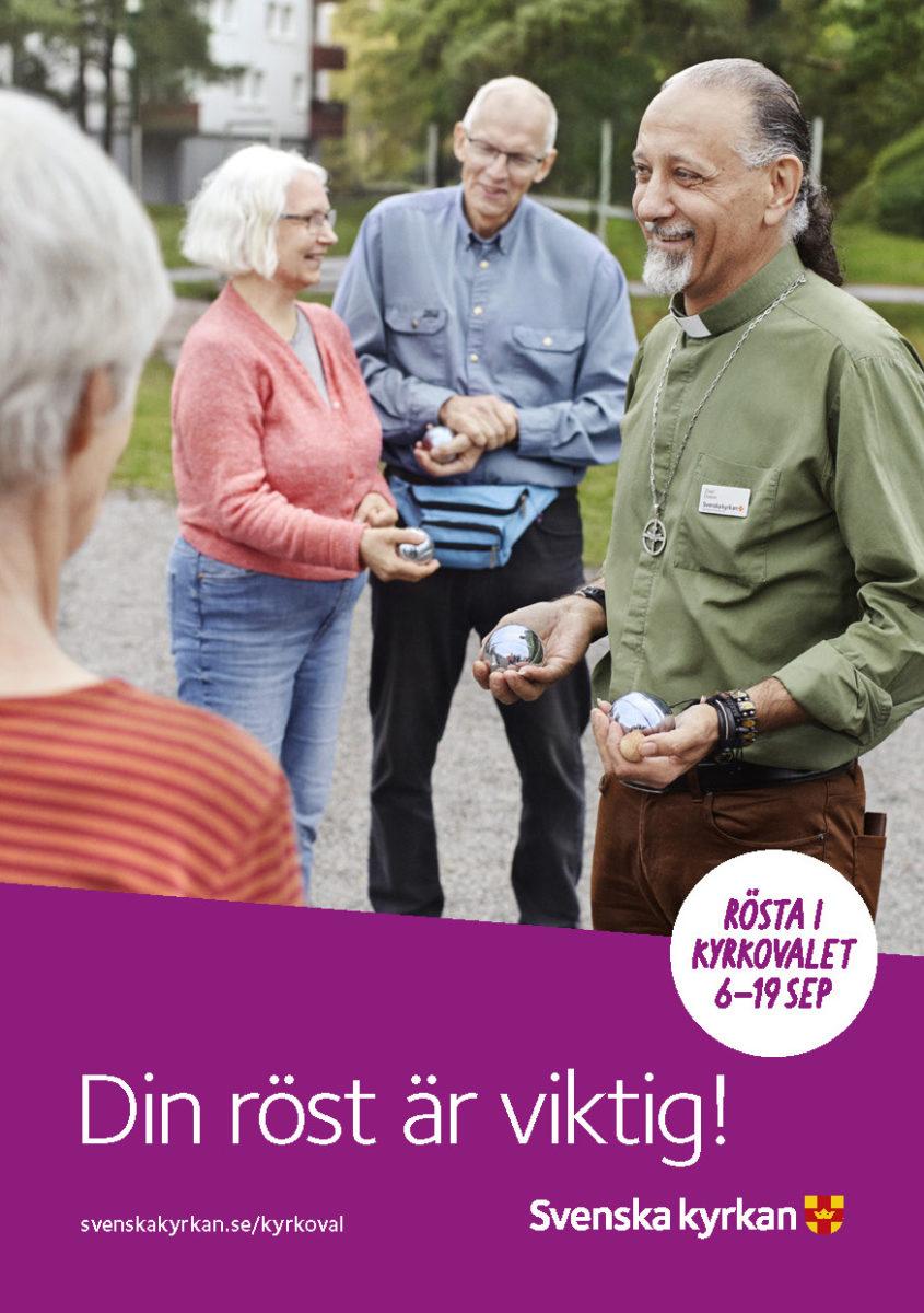Framsida av folder som visar äldre människor som spelar boule utomhus.